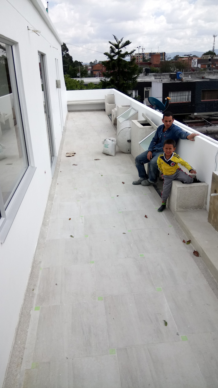 CASAS MODELIA. Balcones y terrazas de estilo mediterráneo de CELIS & CELIS INGENIEROS CONSTRUCTORES S.A.S Mediterráneo