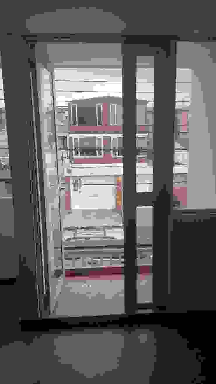 CASAS MODELIA. Puertas y ventanas de estilo moderno de CELIS & CELIS INGENIEROS CONSTRUCTORES S.A.S Moderno