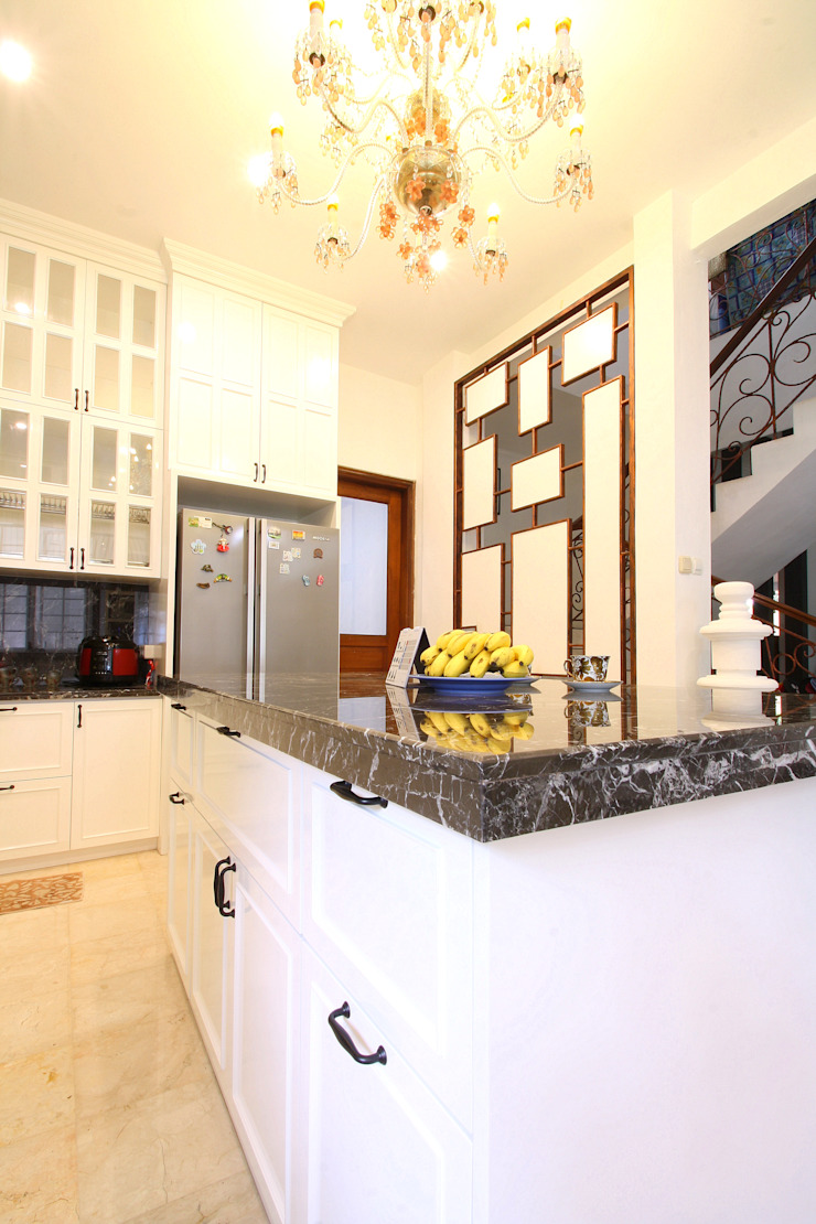 Elegant Kitchen Area : classic  by a+Plan Architect and Interior Works , Classic