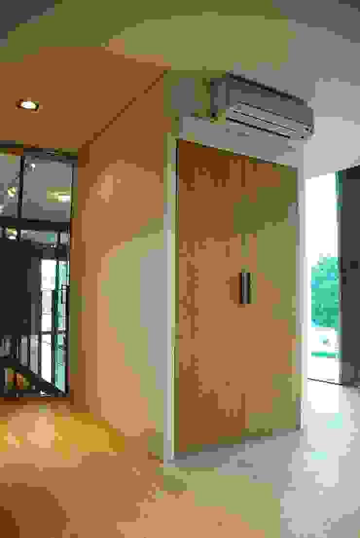 Modern style media rooms by 디자인모리 Modern