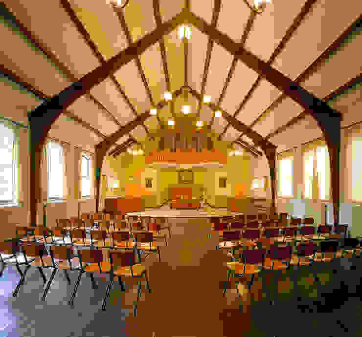 Koepelkerk Onnen - Kerkzaal voor Renovatie Klassieke studeerkamer van MINT Architecten Klassiek