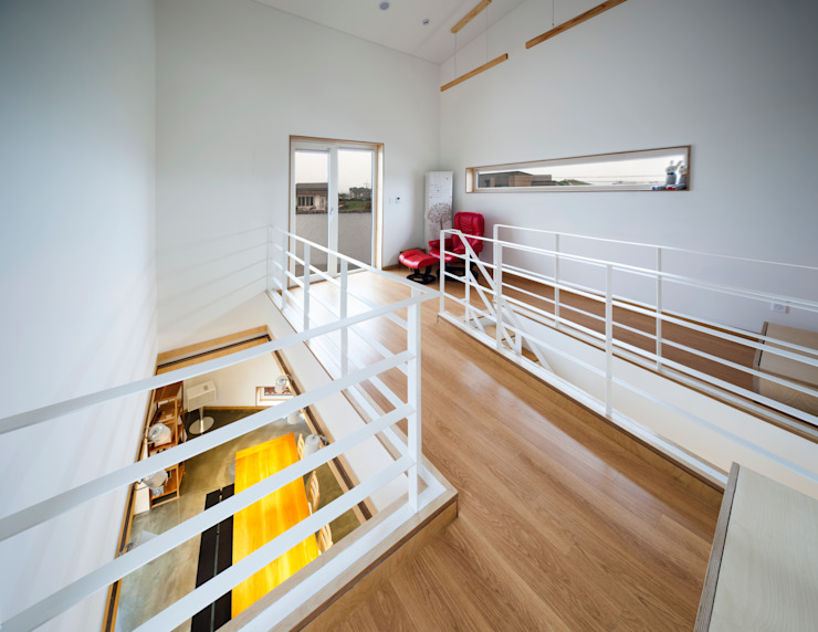Modern Corridor, Hallway and Staircase by (주)유타건축사사무소 Modern