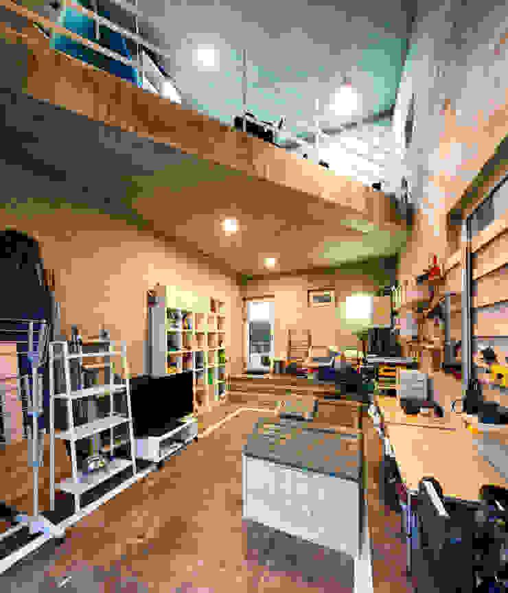 Salas multimídia modernas por (주)유타건축사사무소 Moderno