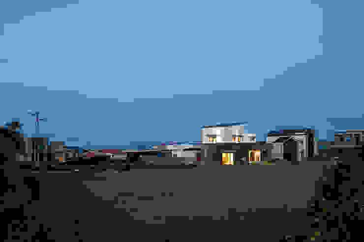 Casas modernas por (주)유타건축사사무소 Moderno