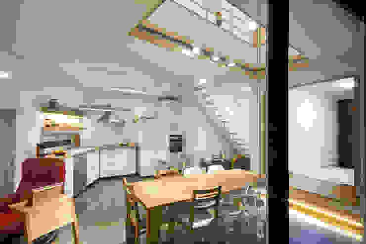 Cozinhas modernas por (주)유타건축사사무소 Moderno