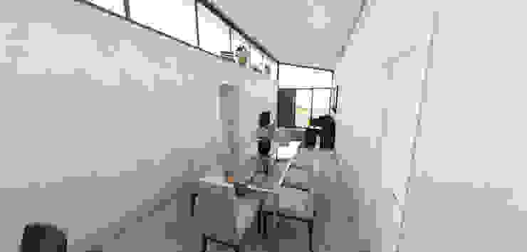Residência em Containers – Bombinhas/SC Salas de jantar modernas por Petillo Arquitetura Moderno Madeira Efeito de madeira