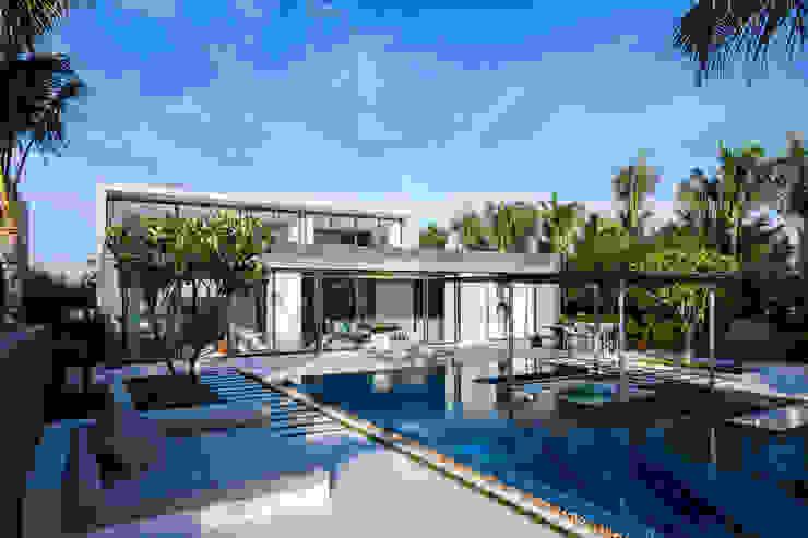 Naman Residences – Beachfront Villa bởi MIA Design Studio Hiện đại