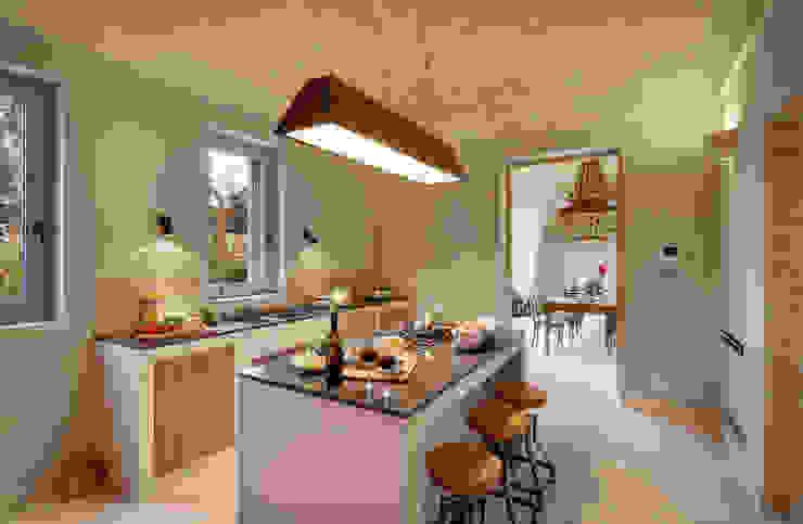 CASA DI CAMPAGNA Cucina rurale di architetto stefano ghiretti Rurale