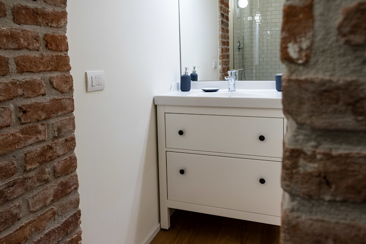 Laura Galli Architetto Modern bathroom