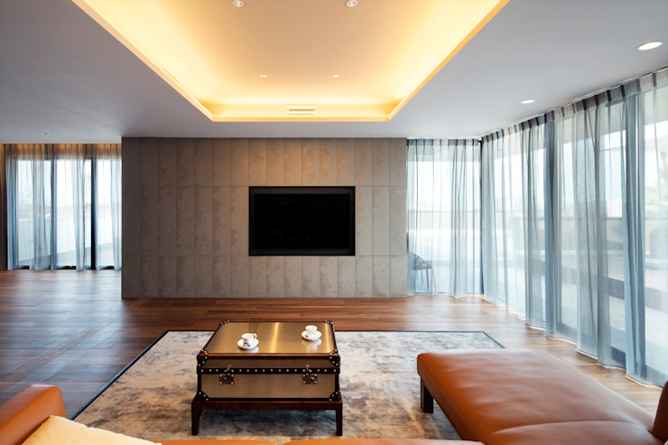 Salas de estilo moderno de 吉川弥志設計工房 Moderno