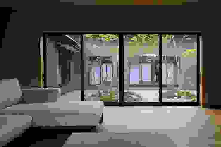 安城の家 モダンデザインの リビング の 吉川弥志設計工房 モダン