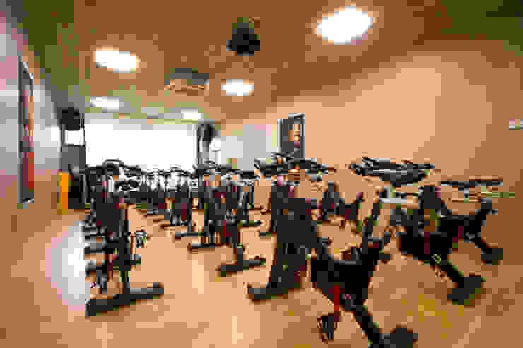 BeFit Fitnessstudio: modern  von Architektur- und Ingenieurbüro Dipl.-Ing. Rainer Thieken GmbH,Modern
