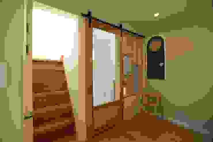 Salas de estilo moderno de atelierBASEMENT Moderno