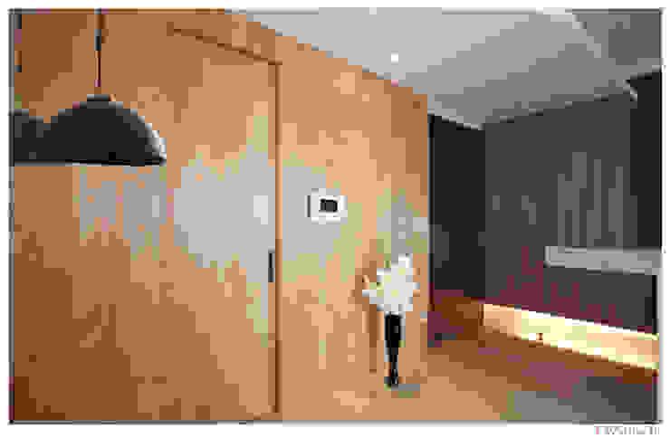 名人雅仕 Modern corridor, hallway & stairs by 北歐制作室內設計 Modern