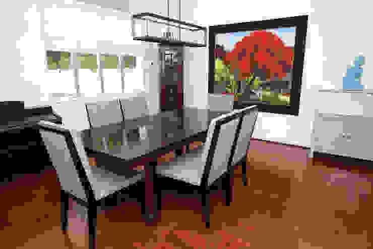 Repulse Bay Living/Dining Room Modern dining room by B Squared Design Ltd. Modern