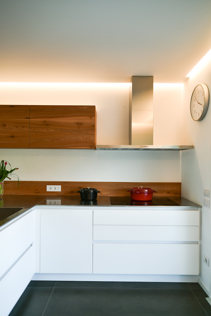 Moderne keukens van Claude Petarlin Modern Houtcomposiet Transparant
