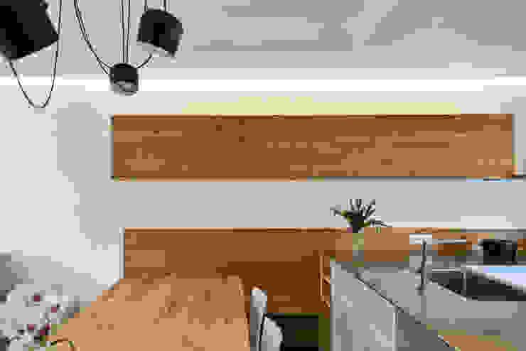 Moderne woonkamers van Claude Petarlin Modern Hout Hout