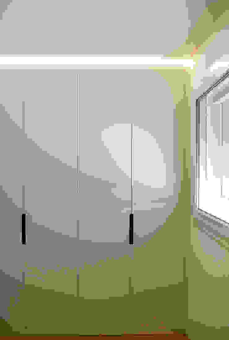Moderne slaapkamers van Claude Petarlin Modern Houtcomposiet Transparant