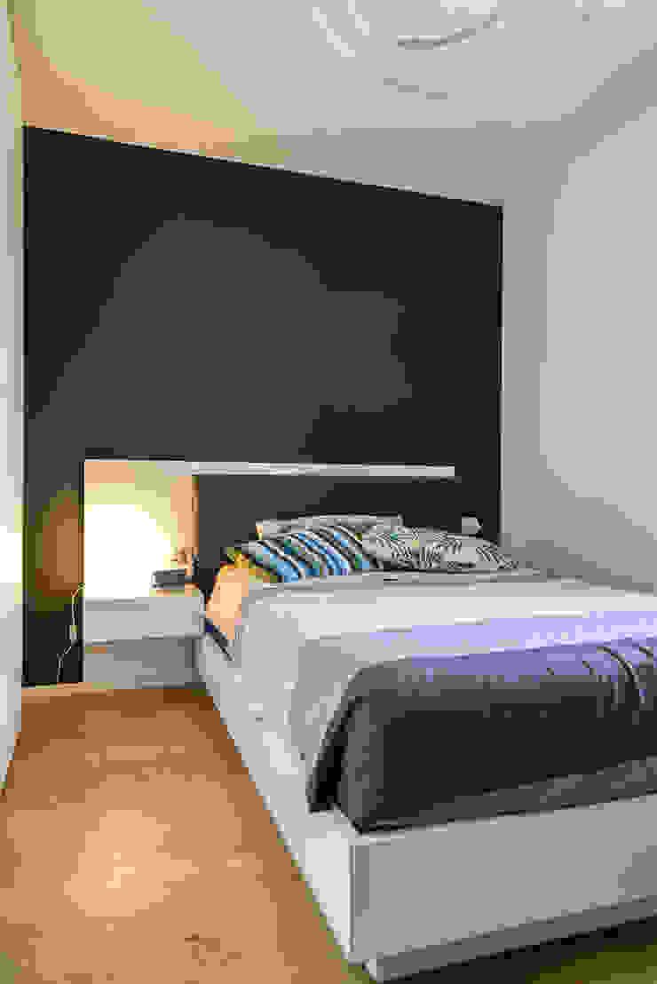Moderne slaapkamers van Claude Petarlin Modern Hout Hout