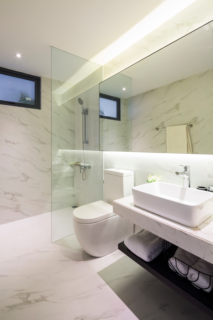 Modern bathroom by MIA Design Studio Modern