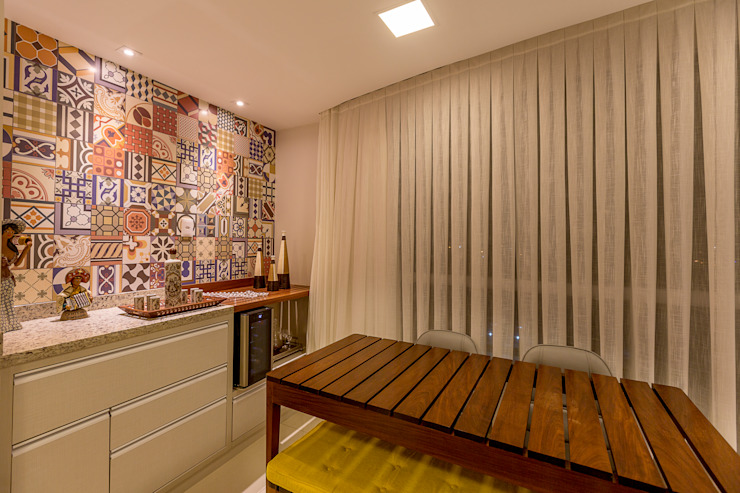 Eclectic style balcony, veranda & terrace by DM ARQUITETURA E ENGENHARIA Eclectic Wood Wood effect