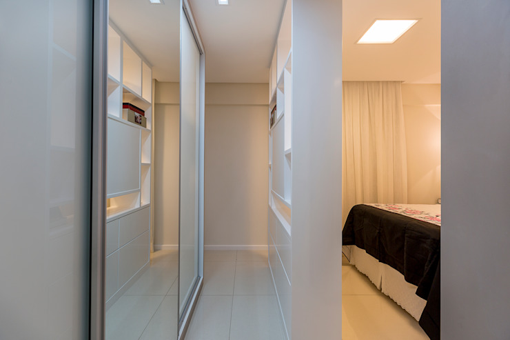 Eclectic style dressing room by DM ARQUITETURA E ENGENHARIA Eclectic MDF