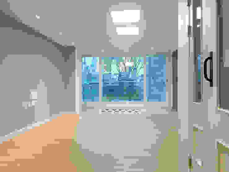 Salas de estilo moderno de 달달하우스 Moderno