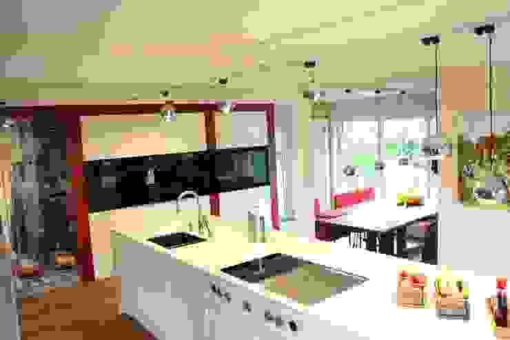 wohnküche: modern  von Creativ Küchen Design GmbH,Modern