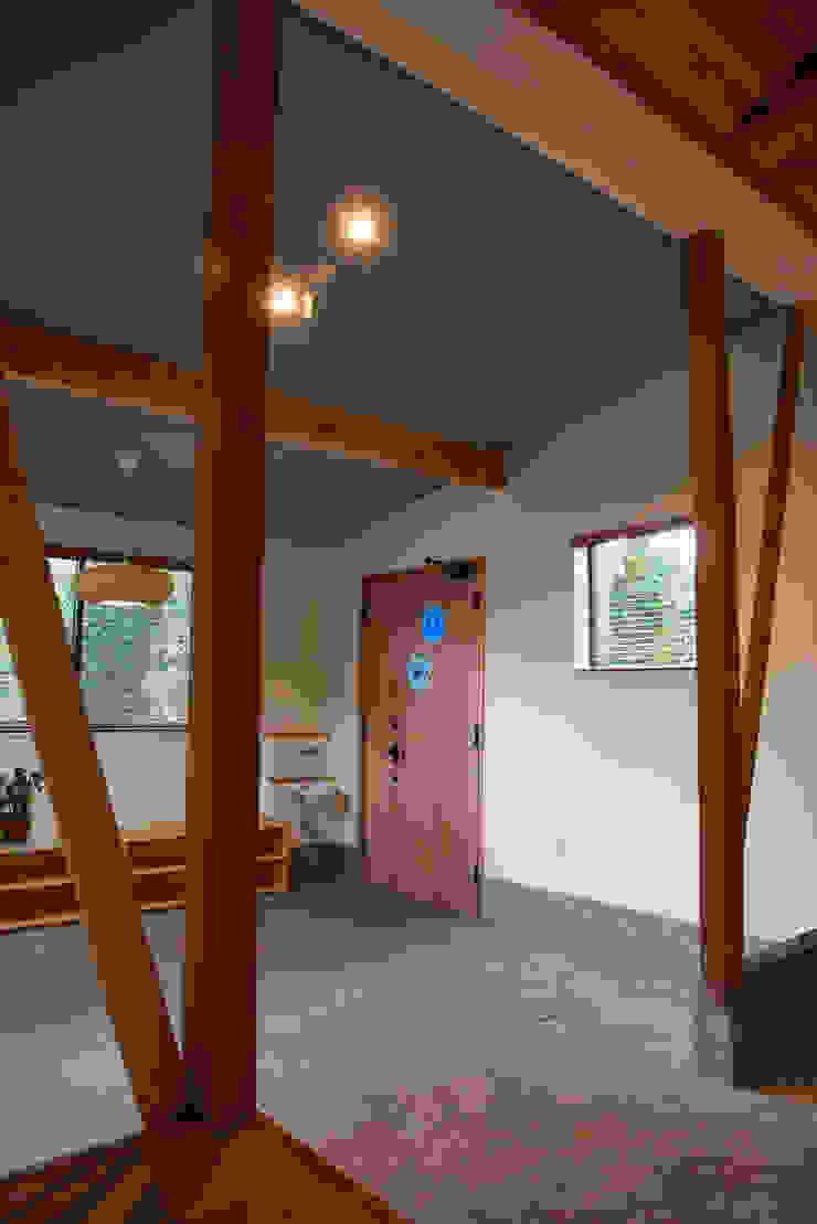 tai_tai STUDIO 鄉村風格的走廊,走廊和樓梯 水泥 White