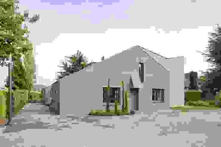 Kerzenmanufaktur Eingangsseite Moderne Häuser von ZHAC / Zweering Helmus Architektur+Consulting Modern Holz Holznachbildung