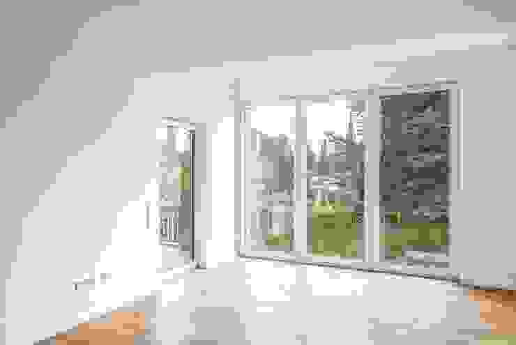 Salas de estilo moderno de ZHAC / Zweering Helmus Architektur+Consulting Moderno Madera Acabado en madera