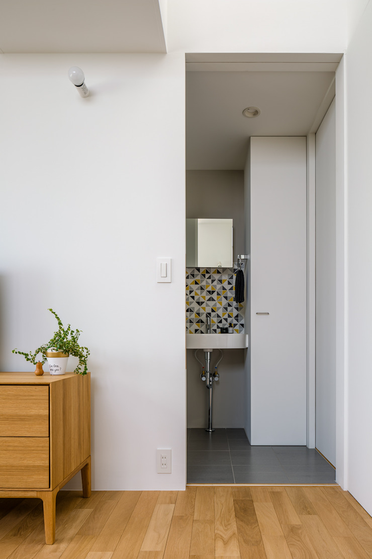 Scandinavian style bathroom by 内田雄介設計室 Scandinavian