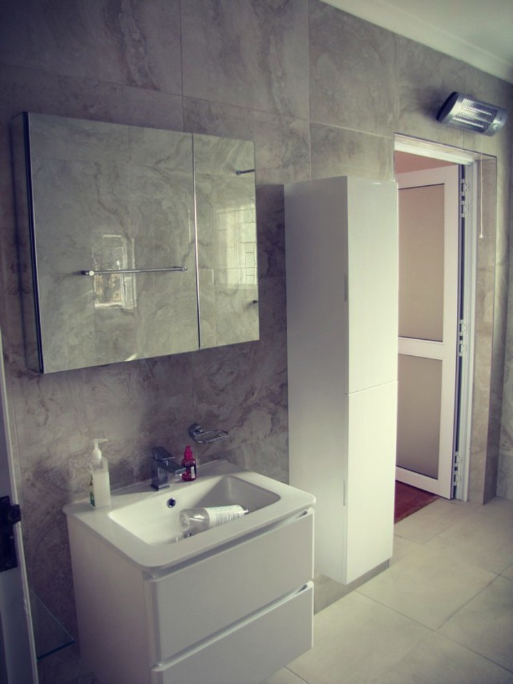 Sink, Bath And Mirror Installed by CPT Painters / Painting Contractors in Cape Town