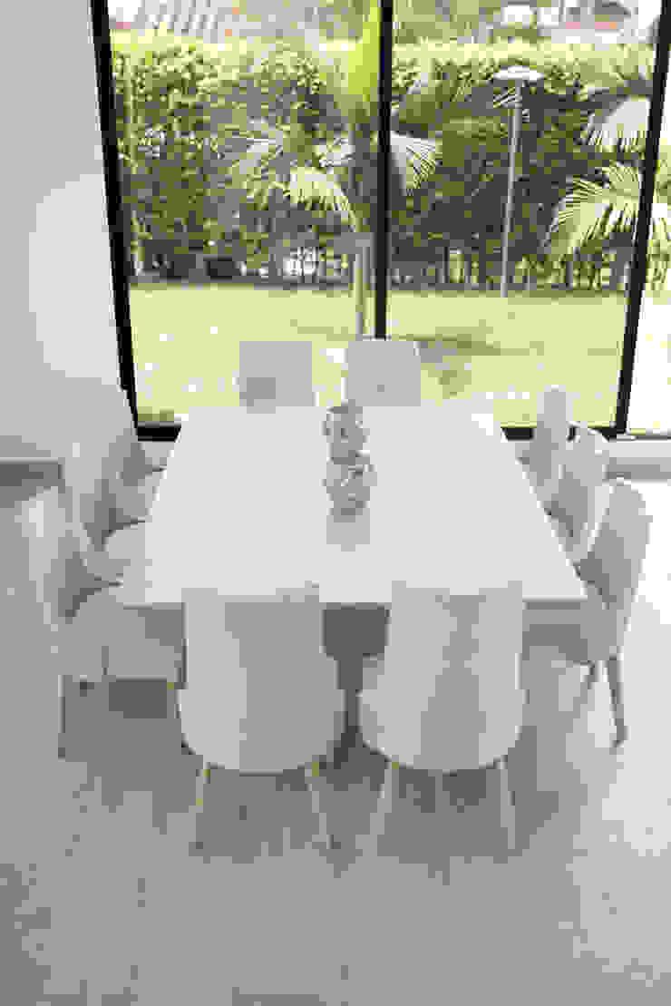 Interiorismo y acabados de obra La Chispa Comedores de estilo clásico de ea interiorismo Clásico