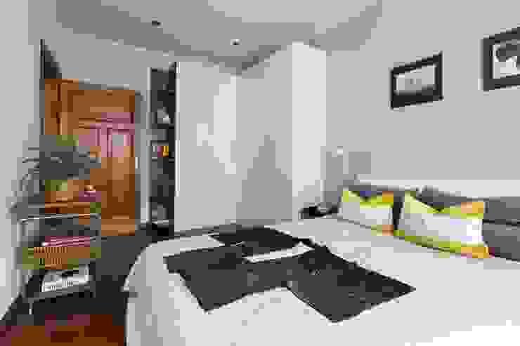 55m2 mieszkanie Eklektyczna garderoba od Grant Studio Eklektyczny