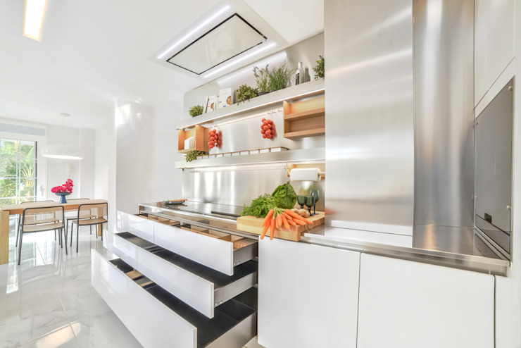 Bravo Benidorm, SL Modern kitchen
