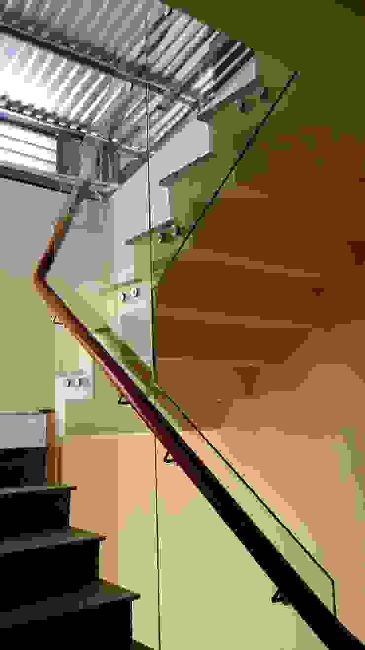 Cửa Kính và Cầu thang Kính Hành lang, sảnh & cầu thang phong cách hiện đại bởi TNHH XDNT&TM Hoàng Lâm Hiện đại