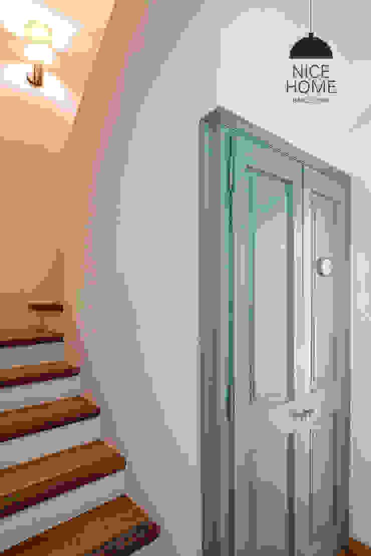 Ingresso, Corridoio & Scale in stile mediterraneo di Nice home barcelona Mediterraneo
