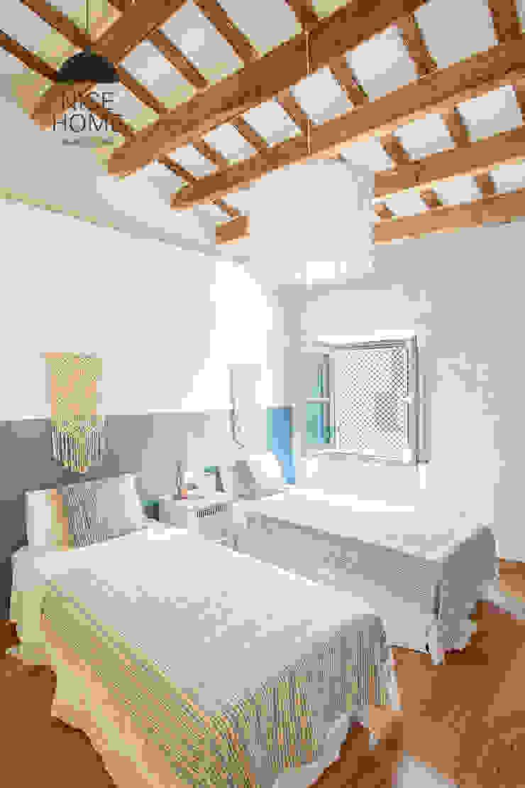 Camera da letto in stile mediterraneo di Nice home barcelona Mediterraneo