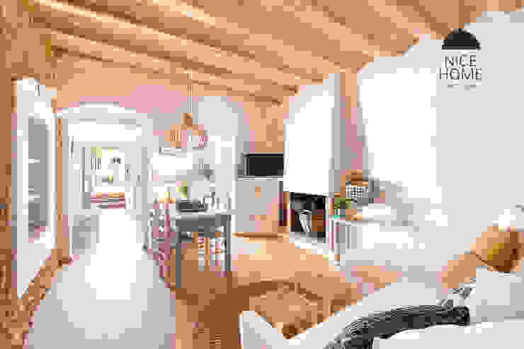 Sala da pranzo in stile mediterraneo di Nice home barcelona Mediterraneo