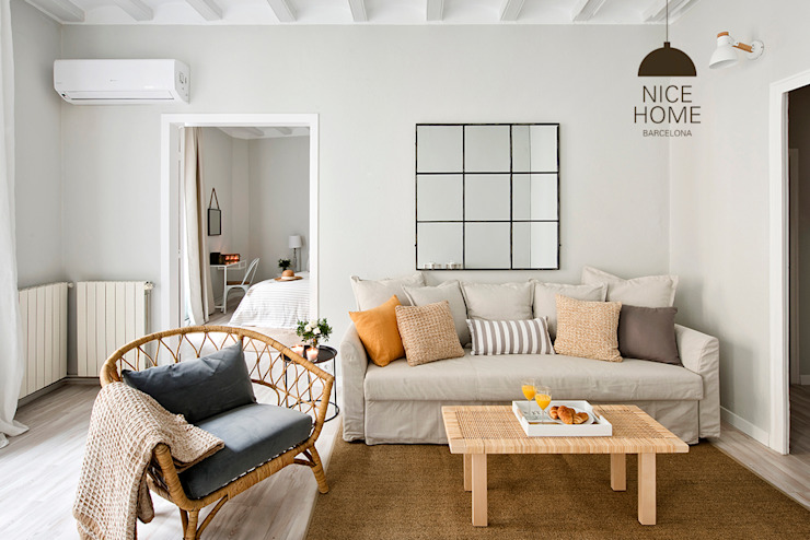Living room by Nice home barcelona,