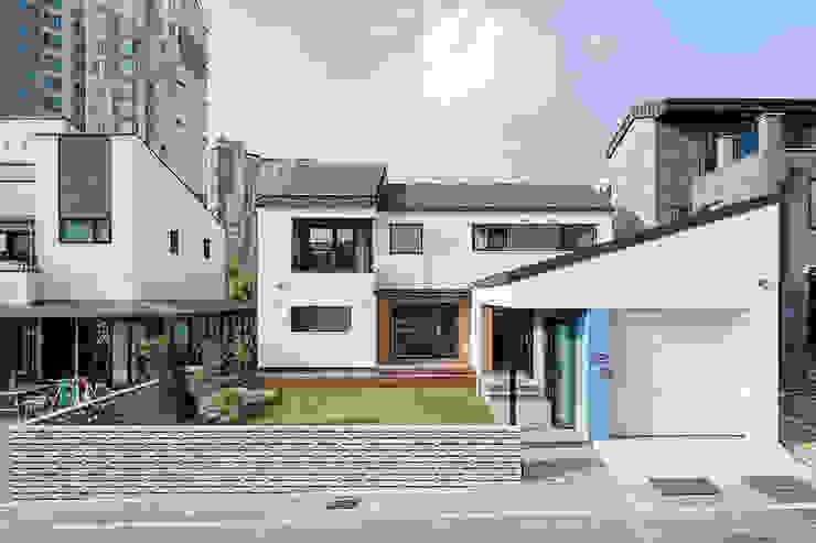 Rumah Modern Oleh 소하 건축사사무소 SoHAA Modern