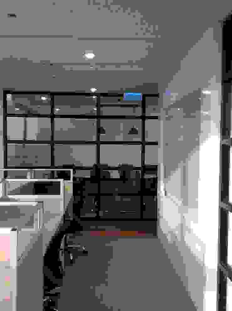 Cửa Kính và Cầu thang Kính Phòng học/văn phòng phong cách hiện đại bởi TNHH XDNT&TM Hoàng Lâm Hiện đại