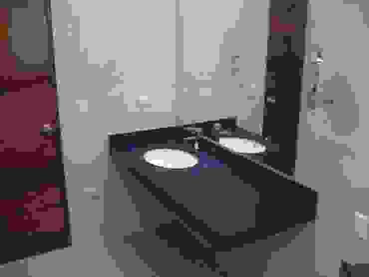 Casa D Santiago de Surco Arquitotal SAC Salle de bain moderne