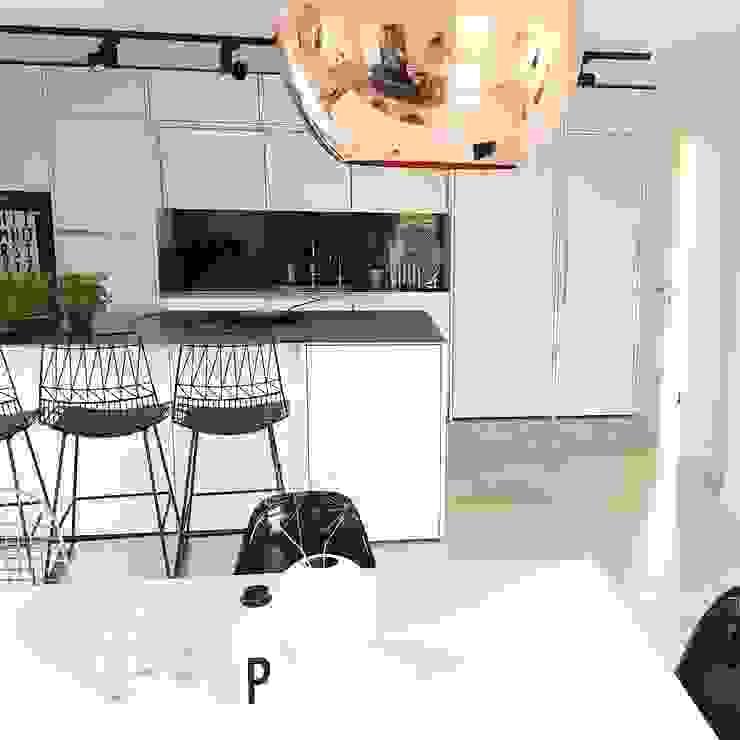 Moderne keukens van Langmayer Immobilien & Home Staging Modern