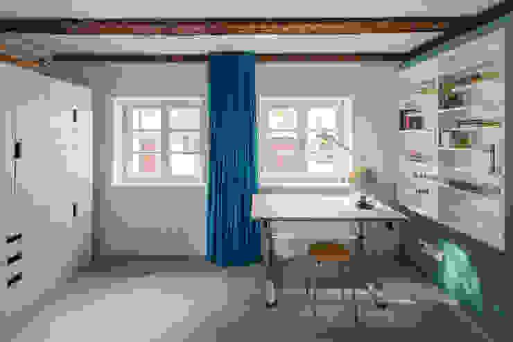 gerken.architekten+ingenieure Modern nursery/kids room