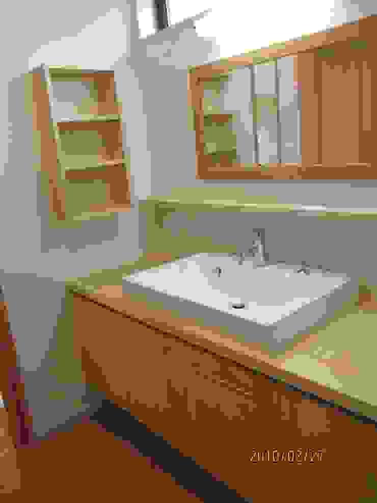 よしだみわこ建築設計事務所 Modern style bathrooms