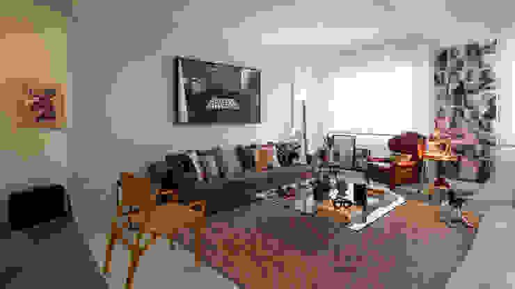 Ambiente integrado com Área de leitura e Sala de Estar Moderna Contemporânea Salas de estar modernas por Decoradoria Moderno Madeira Efeito de madeira