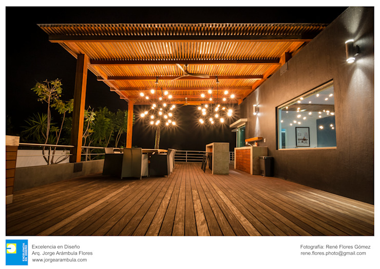 Balkon, Beranda & Teras Modern Oleh Excelencia en Diseño Modern Kayu Wood effect