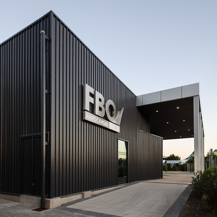 by Bschneider Arquitectos e Ingenieros Iндустріальний